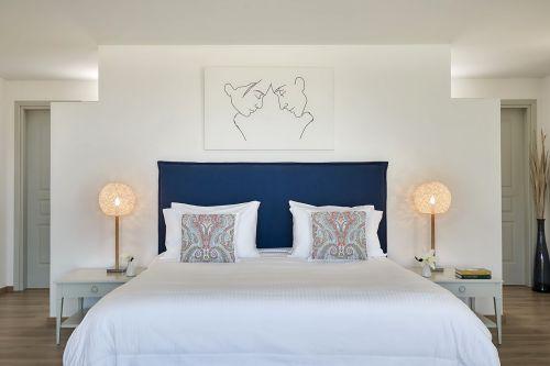 Yria hotel bedroom