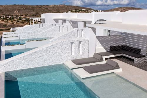 Paros Agnanti private pools