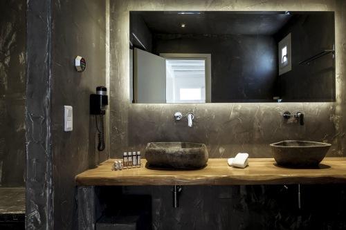 Naxioan Collection bathroom