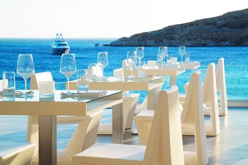 Hotel Petasos Beach beacg dining