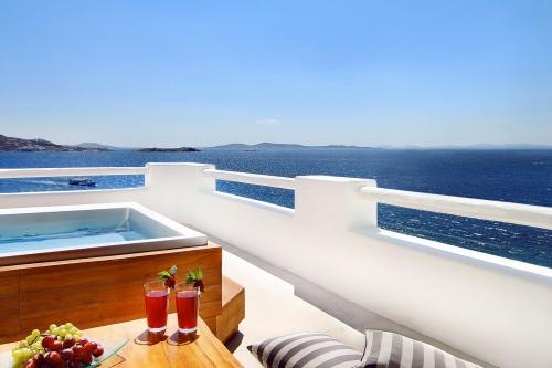 Hotel Cavo Tagoo balcony