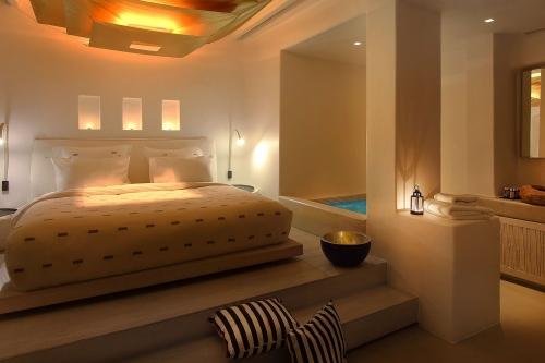 Hotel Cavo Tagoo romantic room