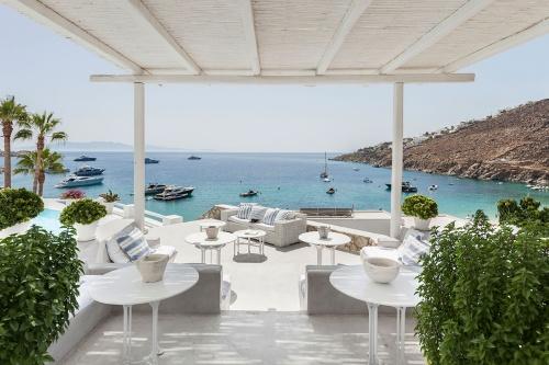 Mykonos Blu Hotel restaurant