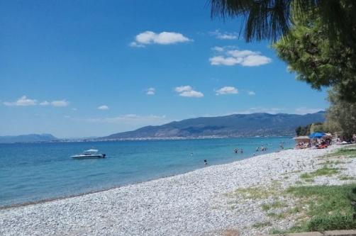 Mikri Mantinia beach