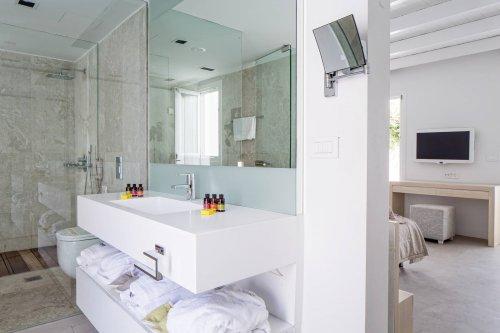 Patmos Aktis bathroom