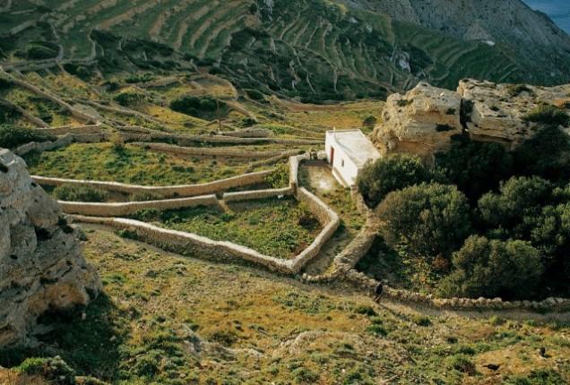 hiking folegandros