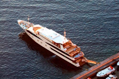 Harmony V, exterior ship