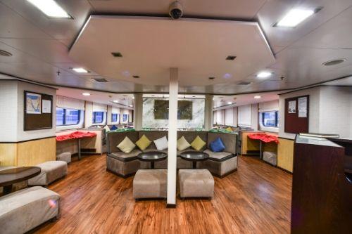 Harmony V, lounge area