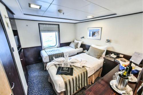 Harmony V, twin cabin