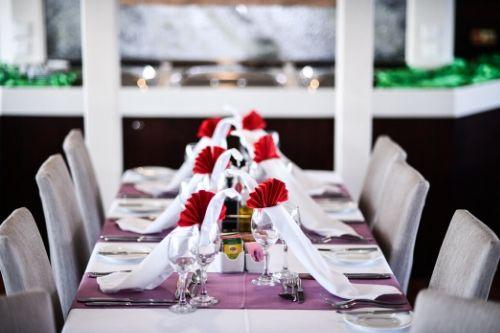 Harmony V, dining table